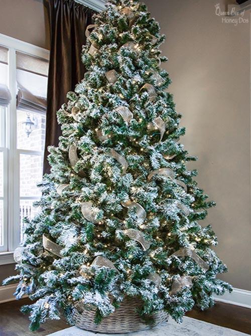 How To Ribbon a Christmas Tree Like a