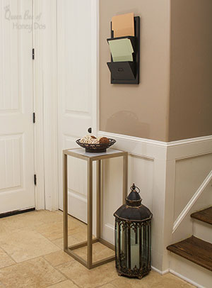 Easy Way to Make a Marble Accent Table #DIY #furniture #queenbeeofhoneydos